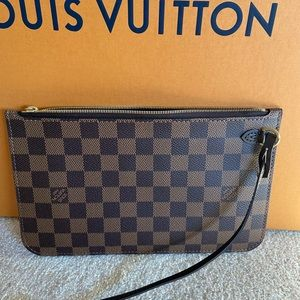 Louis Vuitton neverfull pouch MM